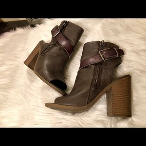 Gray Boot Wedges!